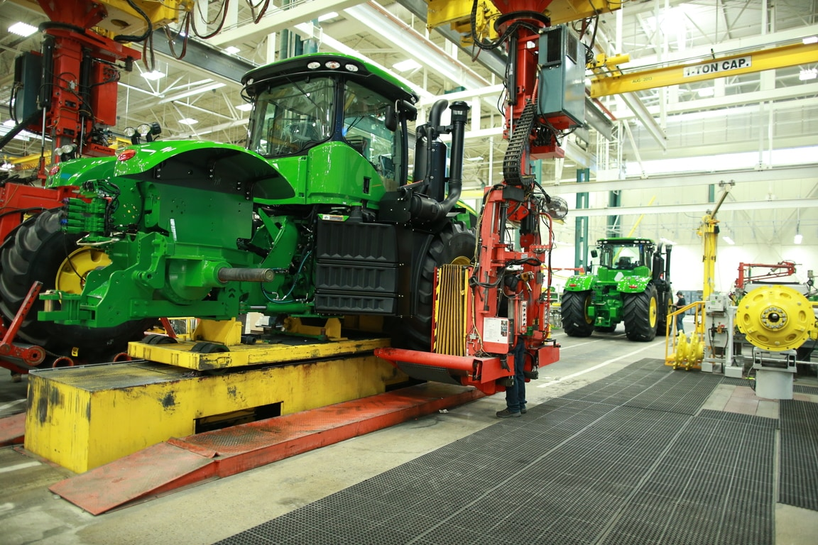 John Deere Assembly Line : John deere factory tours visit in